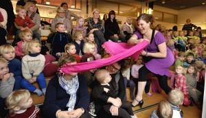 Barna aktiviseres gjennom forestillingen
