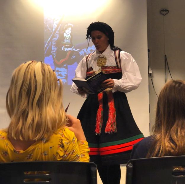 Ninjana besøkte Froland bibliotek med Bokbussen